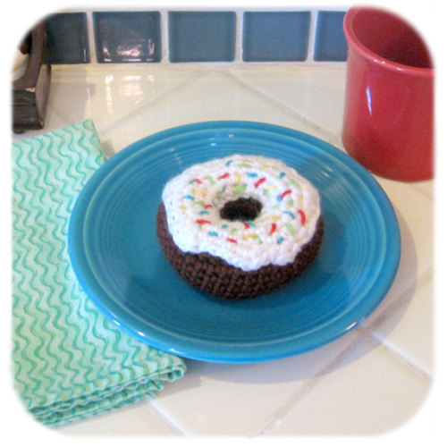 Who doesn't love a good donut?  This one is satisfyingly sweet without any calories!