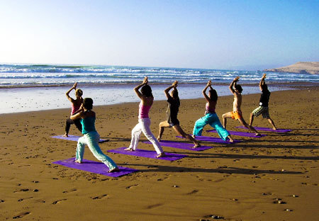 stronghealthyconfidence:  Beach Yoga! Yes please.