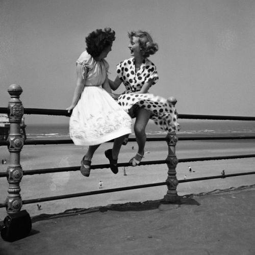 firsttimeuser:  Bert Hardy. Maidens in Waiting, 1951