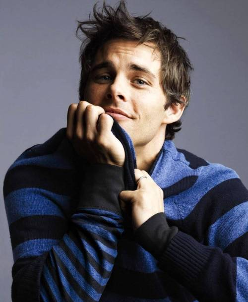 James Marsden never really did anything for me in my younger days, back in the time of Gossip and Disturbing Behavior. I thought he was boring, to be honest. I didn't even really care for him as Cyclops. But then he popped up in The Notebook, and all of a sudden he was incredibly charming. Like, Allie honestly could have stayed with him instead of going back to Noah and I would have totally understood. Then he was in Hairspray and he was adorable and could sing and wore the SHIT out of a purple suit. AND THEN he was in Enchanted, and it was, like, fuck he's HILARIOUS too and it was over and now I love him so much. Anyway, he has a guest arc on 30 Rock right now.