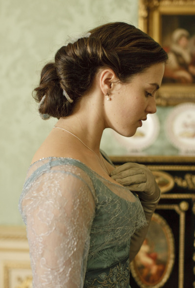 suicideblonde:  Jessica Brown-Findlay as Lady Sybil, Downton Abbey