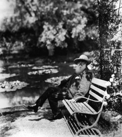 beyondneptune:   Monet sitting next to the waterlily pond in his garden at Giverny in France Hulton Archive  3wings: