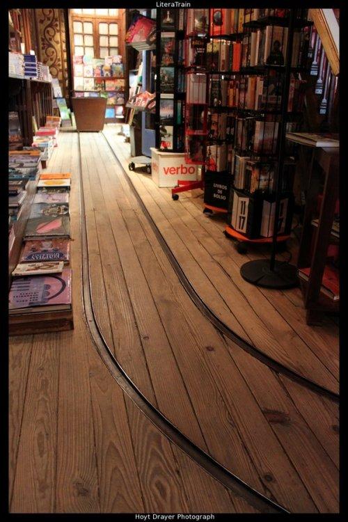 bookshelfporn:  LiteraTrainby HerrDrayer Abrilliantand fun new way to transport books to shelves.