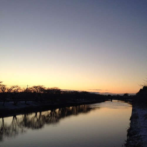 Sunrise #winter #river #goodmorning #sunrise #earlymorning #instagram  (Taken with instagram)