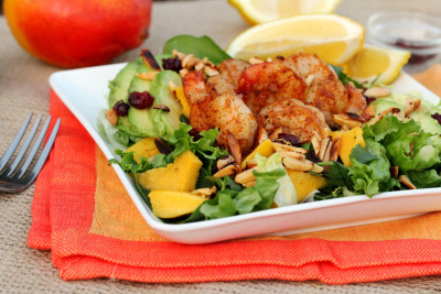 gastrogirl:  mango avocado shrimp salad with toasted almonds.