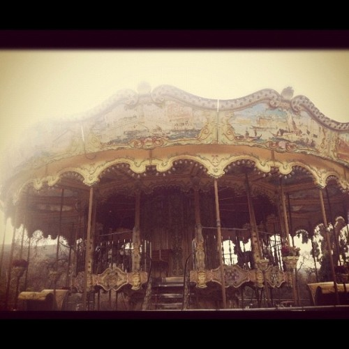 #carousel #retro #vintage #america #beautiful #ig #igers #instagram #horses #animals #children #creepy  (Taken with instagram)