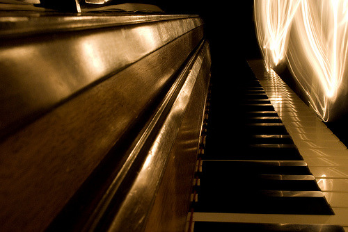 sundrenchedw0rld:  Piano's Perspective (by hannah:rose)