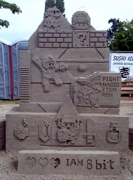 samusmmx:  assorted-goodness:  I am 8-bit Sand Sculpture - by Guy-Olivier Deveau  Nice Statue. Something that an old school video gamer should honored. c:  *applaud*