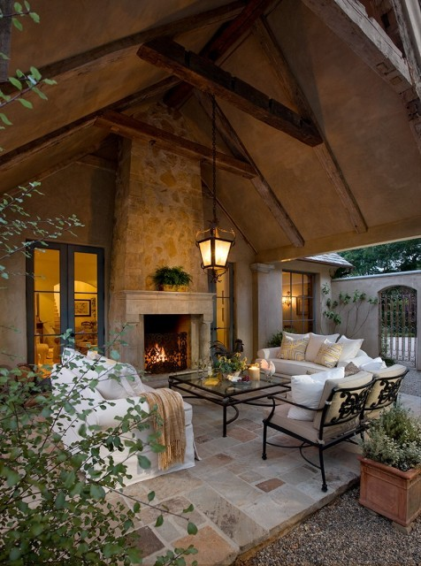 Relaxing and luxurious outdoor living room (via J. Grant Design Studio)