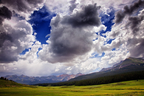 Big Sky Country by Kim.Kozlowski on Flickr.