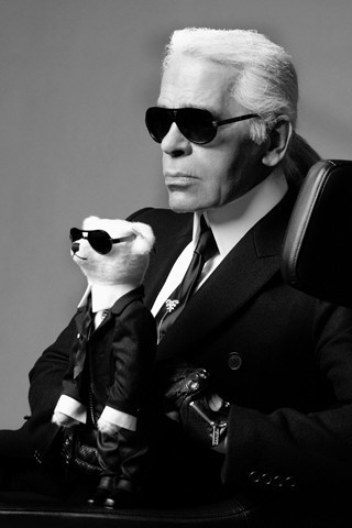 evachen212:  this photo of Karl Lagerfeld that I found on Vogue UK: wahahaha, love it