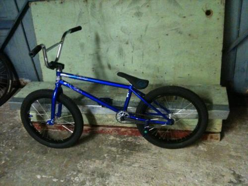 new bike check frame- federal lacey forks- federal drop bars- s&m slam xlts stem- s&m redneck xlt cranks- macneil conjoined seat- federal slim wheels- profile minis laced to primo 7 series sprocket- mutiny etheral