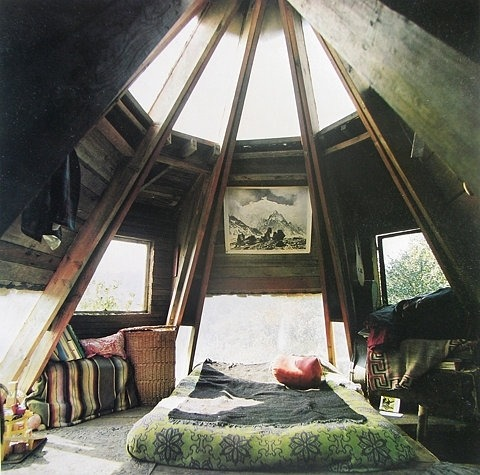 yourperfecthouse:  I've always wondered what the top of a conical roof looks like…  Tiny wee rooms with weird ceilings are the greatest.