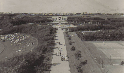 The Italian gardens, Cafe & Tennis courts, Stanley Park, Blackpool. circa 1934 by Ian 10B on Flickr.