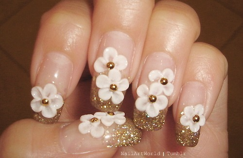 nailartworld:  Flower Nails. Awesome!