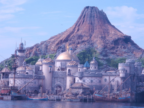 The volcano at Disneysea in Tokyo (Photo taken 2010-10-16)