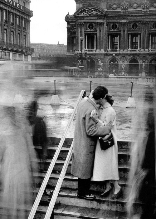 ruineshumaines:  by Robert Doisneau