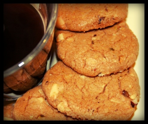 Chestnut flour, white chocolate, almonds and hazelnuts cookies.