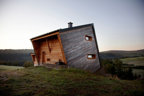 architectura:  A 30° Cabin, wish I had one…