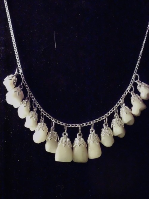 (via Yeowzers: Tooth Necklace?)