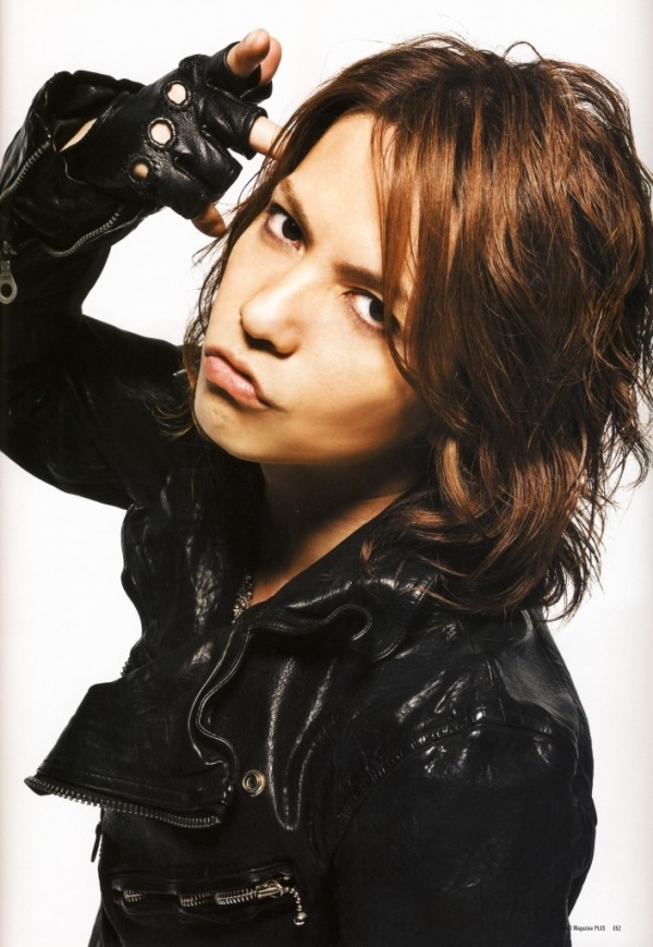 grrlshadow:  Happy Birthday, Hyde!  he's 43 you guys. FORTY THREE. feel free to hate your life because you will never be/were never this fabulous at 18 let alone FORTY THREE