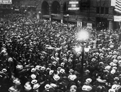 Crowds outside the Chicago Coliseum for the National Convention. 1920.Bettmann Collection