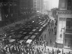 Traffic on Michigan Boulevard during a car strike. Chicago, 1922.Bettmann Collection