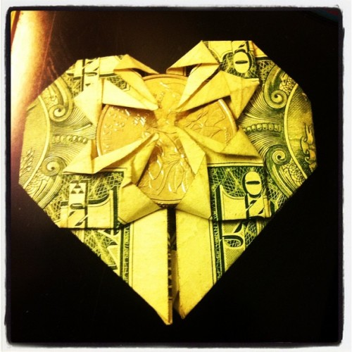 Origami heart just made one =]  #origami #heart #epic #sick #dope #dank #acid #iphone4 #iphoneorgy #iphonephoto #iphonetastic #dope #pictureoftheday #picture # (Taken with instagram)