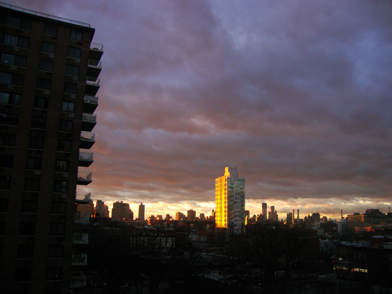 Winter sunset, Brooklyn. Camera: Sony DSC W220.