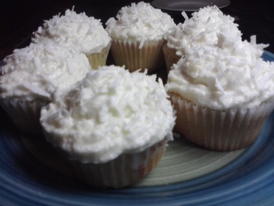 I made Coconut Cream Cupcakes! Nummy <3