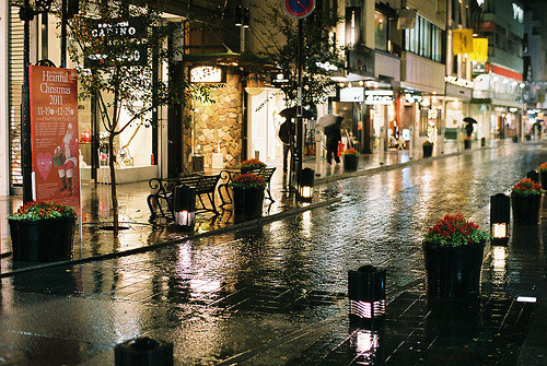 citywhore:  FM2_Motomachi_20111119_10 (by Jun Takeuchi)