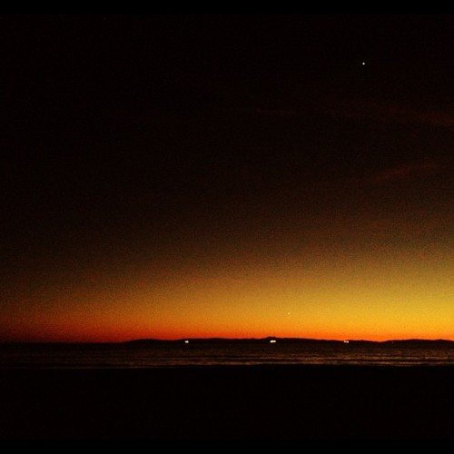 Beach Night: Orange Sunset. #sunset #popularpage #iphone4s  #sundance  #editoftheday #blue #instagramers #instagram #iphonography  #iphone #iphoneonly #instagood #iphone4 #instagramhub #picoftheday #ca #california #sunlight #sun #yellow #ig #igers #cali #huntingtonbeach #hb #ocean  (Taken with instagram)