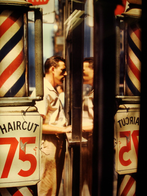 hollyhocksandtulips:  Barber shop, 1950s Photo by Saul Leiter