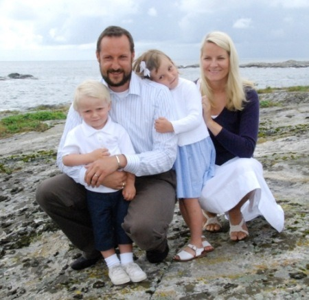 People Who Studied Abroad #213:Haakon, Crown Prince of Norway and Mette-Marit, Crown Princess of Norway  From: Norway  Studied: Haakon completed his bachelor's degree in political science at University of California, Berkeley (United States) and a master's degree from the London School of Economics (United Kingdom) in development studies, specializing in international trade and Africa. Mette-Marit spent six months in Australia as a high school exchange student with Youth For Understanding.  [thanks to Mickey for the tip!]