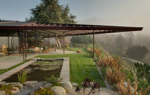 enochliew:  Walker Residence by Rodney Walker The site offers 270 degree panoramic vistas while still providing total privacy for the occupants, which allows for significant portion of the façade to be constructed of curtain glass walls and mobile glass panels.
