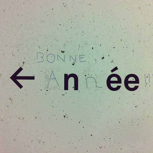 Bonne année!!! #bonneannee #happynewyear #tag #lausanne #switzerland #wall #lettering #typo #typographic #type #funny  (Taken with Instagram at Rolex Learning Center (EPFL))