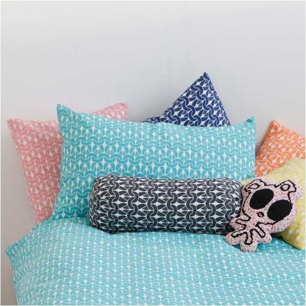 (via Knit Knit bolster - ROOM39)