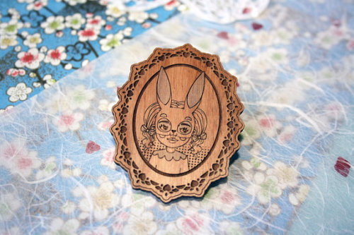 gah! drool. boyswithbanjos:  More magical wooden brooches by Lauren Carney this way.