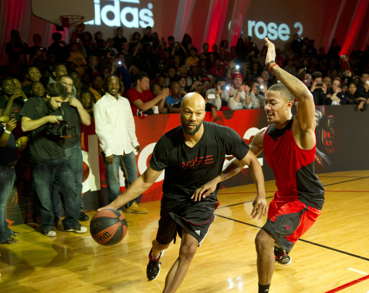 embracingmydarkside:  Common vs. Derrick Rose