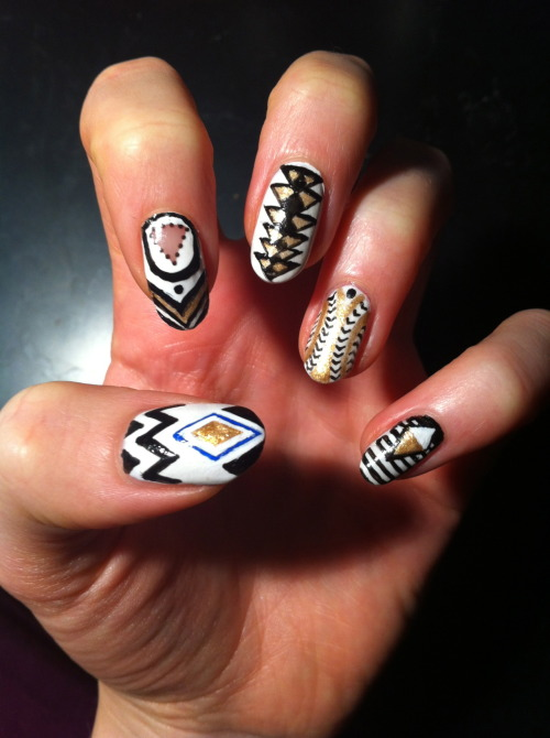 hailnails:  There's something Eqyptian about this nail design.