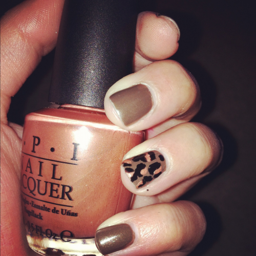 Base color // China Glaze // Ingrid  Leopard // OPI // Chocolate Shake-Speare