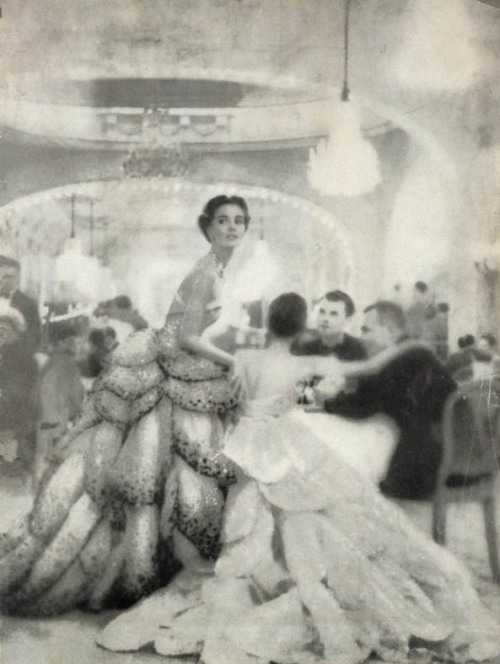 chicgenre:  Harper's Bazaar, 1949 Richard Avedon captured with his lens an era in which haute couture was not just a luxury but a way of living.