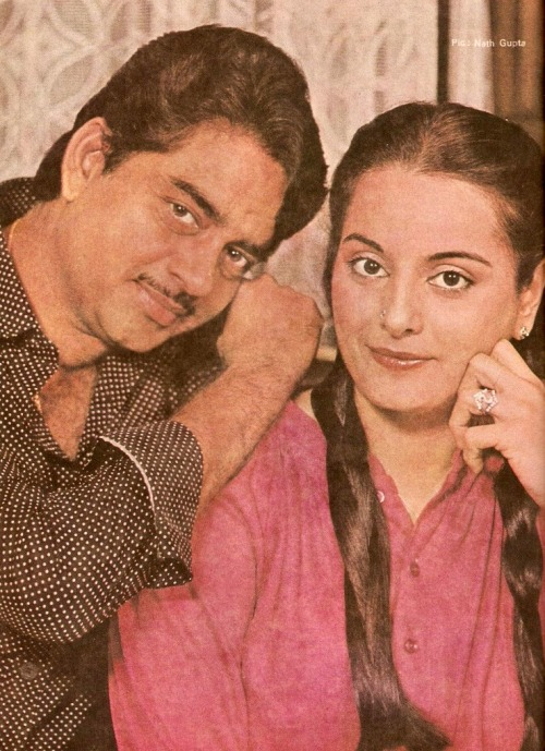 Just browsing and I found this picture of Shatrugan Sinha and his wife Poonam. For everyone who says Reena Roy is Sonakshi's real mum, I beg to differ. She looks like a carbon copy of her mother, Poonam!
