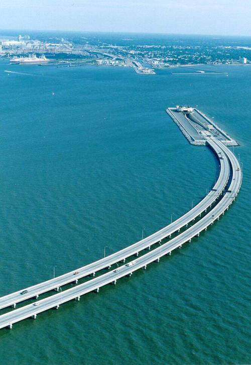 lambbourne:  This bridge is half under the water, for ships to pass and then again, it comes out on the other side. Truly a marvelous piece of engineering! Just look. This bridge is between Sweden and Denmark … Picture taken from the side of Sweden. The bridge (or should it be called tunnel?) goes under water to allow movement of ships.