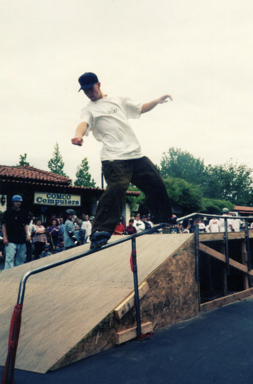 Steve Thomas - Frontside circa 1995 - Atascadero, Ca. This 17 year old frontside is very basic by todays standards. But there is a lot to be said about style. Take note of the of the Rollerblade lightnings, flat rocker with scribe grind plates. Maybe the secret to grinding while Powerblading is the grindplate…