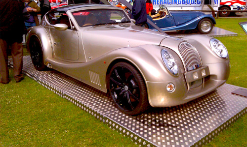 Morgan Aero SuperSports. Lovely in Gold.