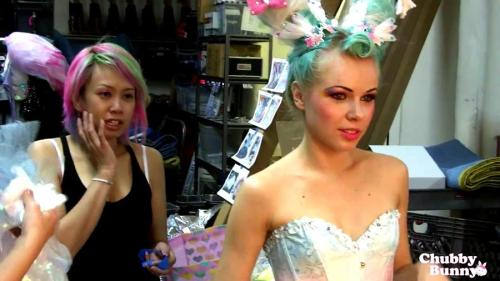 "NEW ""Old"" Photo:Cute behind-the-scenes pic of Kerli wearing Sugarpill on a Chubby Bunny accessories shoot!"
