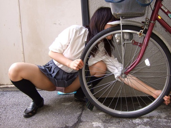 Upskirt & bicycle More panties here http://souslesjupesdesfemmes.blogspot.com/