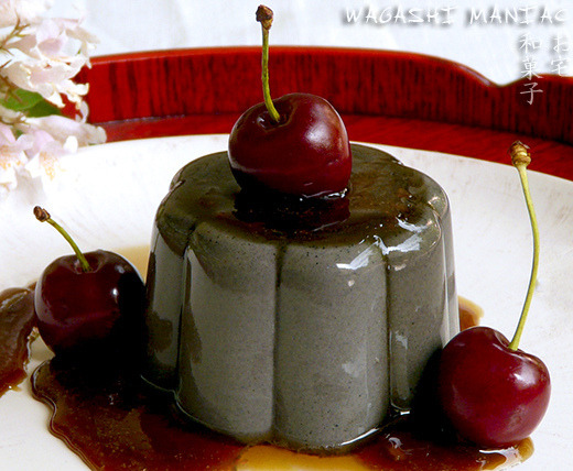 黒ごまプリン kuro goma purin :pudding made from hazelnut milk and black sesame paste 1 packet (.25 ounces) powdered gelatin1 1/2 tablespoons cold water1/3 cup toasted black sesame seeds1 tablespoon granulated sugar2 1/2 cups hazlenut milk1/2 cup granulated sugar