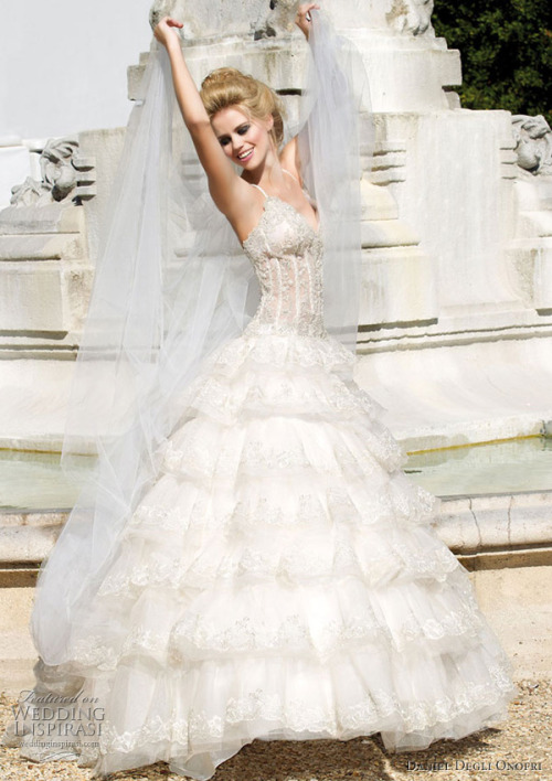 how beautiful is the tiered skirt of this dress?